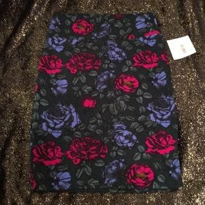 Deep green pencil skirt with roses